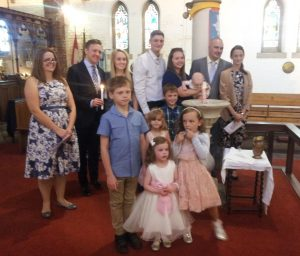 baptism-of-oliver-symons-with-parents-tom-and-lisa-cousins-and-godparents